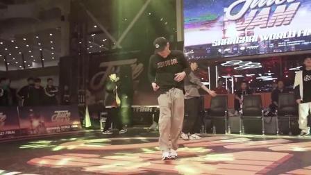 这就是街舞韩庚战队的Bboy金小根,街舞大赛上的裁判秀,大神就是大神!