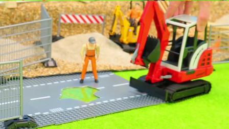 工程车玩具表演:卡车载运挖掘机到工地现场施工作业!