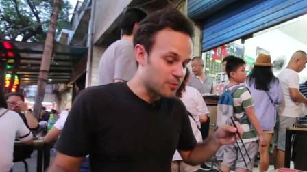外国人在中国:为了吃灌汤饺子,直接飞到西安,还有没有米的八宝粥
