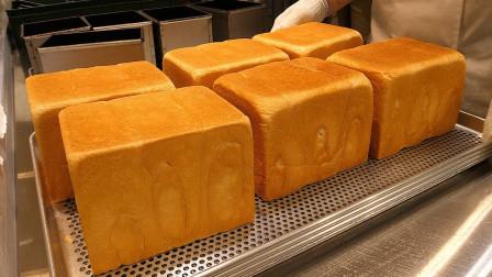 小伙自制大面包切成小吐司,裹上培根又软又韧,食客抢着买10份!