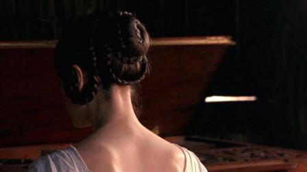 男人假意要学钢琴,背地里另有所图,一次的报酬是一个琴键!