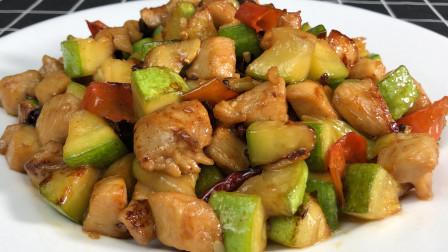 西葫芦这样做太好吃了,香辣过瘾,开胃下饭,上桌连汤汁都不剩