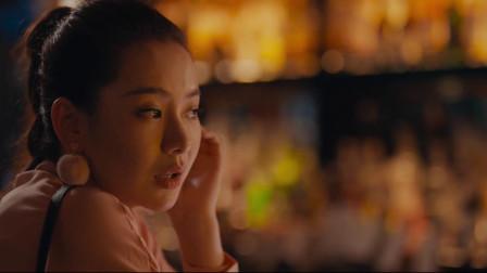 北京女子:戚薇相亲被冷落,一个人喝酒独自寂寞,在吧台不知所措