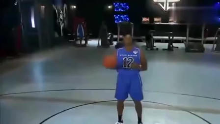 霍华德能否摸到篮板上沿?魔兽亲自测试,来见识一下