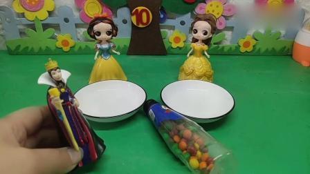 小猪佩奇玩具:贝儿白雪谁做的彩虹糖好看呢?