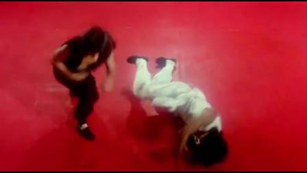 三十六迷形拳:不愧是练家子,这一招一式太厉害!