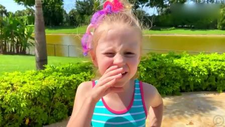 萌娃:小萝莉家的游泳池里扔满了垃圾