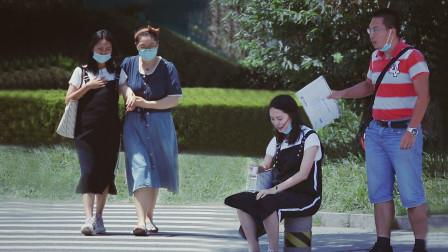 当遇到孕妇发生孕吐反应,有人拿出手机打给了自己的妈妈