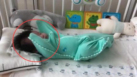 2个多月大的小宝宝,被套进睡袋里,四肢乱动的样子太可爱了!