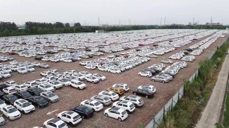 很是壮观,路过昆山一停车场里面停满了大众汽车密密麻麻的足足有上千辆之多