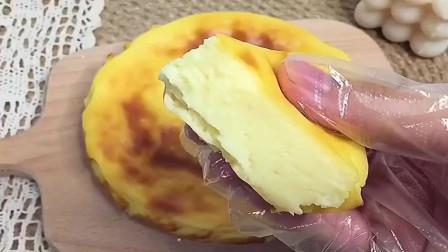 自己在家做酸奶蛋糕,像奶酪一样丝滑,入口即化,水浴烤法口感更佳哟