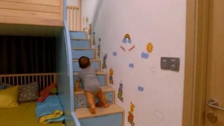 8个月的小宝宝不用爸妈叫,自己就会爬楼梯上床去睡觉,萌翻了!