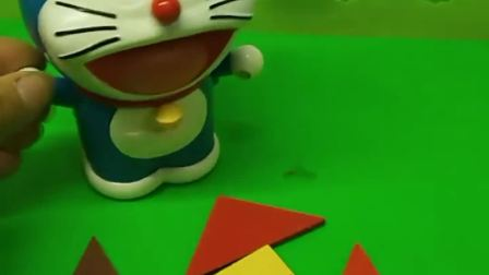 哆啦A梦不会拼七巧板水壶,葫芦娃来帮忙,看看哆啦A梦拼的怎么样
