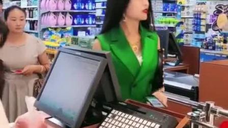 帅哥超市购物,男扮女装的形象,女友都没认出来!