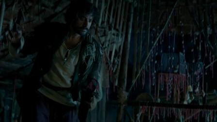 印度暴徒:菲兰吉不敢接受信任之剑,将它放回原处,准备逃之夭夭