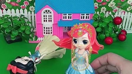 小猪佩奇玩具:人鱼,抢走白雪的面纱,想干什么?