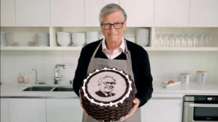 好有爱!盖茨亲手做蛋糕祝福巴菲特90岁生日