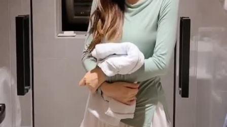 合租室友想洗澡不关门 她脑袋是不是有包?