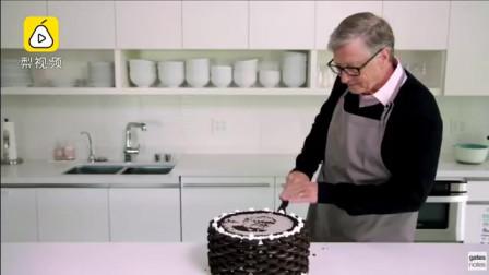 盖茨亲手做蛋糕祝福巴菲特90岁生日,奥利奥口味蛋糕太甜了!