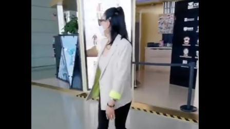 钟丽缇机场跳《无价之姐》舞蹈真的超养眼好看,特别美啊