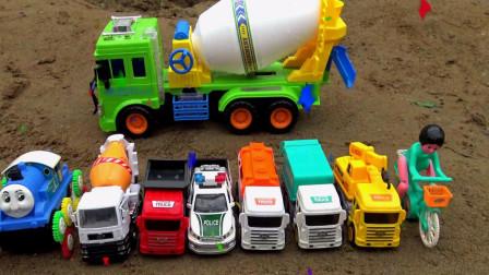 亮亮玩具清洗自行车和汽车工程车,婴幼儿宝宝早教益智游戏视频
