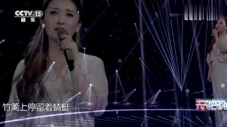 金美儿演唱《听见下雨的声音》,人美歌声更甜,太陶醉人了!