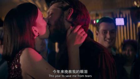误打误撞:终于回到身边,小伙不顾周围人目光热烈亲吻女友