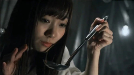 《AKB恐怖夜》女孩看到一锅鲜汤,想来一口时,发现汤锅里有只手