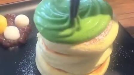 闺蜜最讨厌吃舒芙蕾,今天还特意带我来吃个绿色的,是在暗示我什么吗?