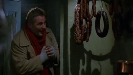 天堂来客:天使又冷又饿,闻到香味溜进厨房,竟被人当成小偷
