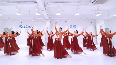 古典舞《美人吟》,将古典舞团扇道具利用的完美融合剧目,宫廷大戏的视觉感,你喜欢吗?