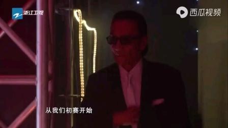 谢贤演唱歌曲《掌声响起来》