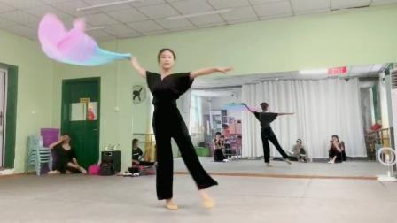 古典舞左手指月分解动作四,阜阳艺路舞蹈提供,仅供内部学员使用
