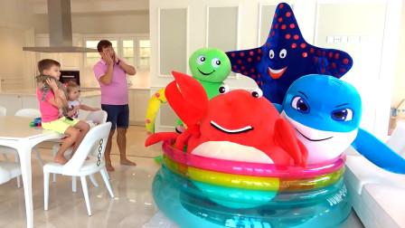 萌娃小可爱有一个超级大鱼缸,小家伙钓了好多大鱼呀,太好玩了!