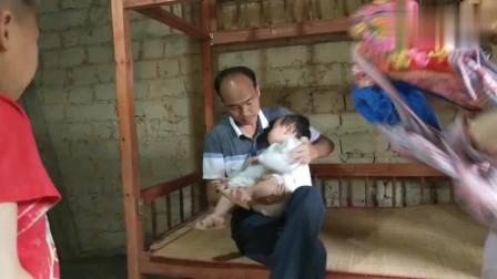 """实拍:广东贫困山区孩子们现状,""""一张没有被窝的床"""""""