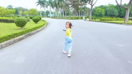 国外儿童时尚,小朋友比赛骑滑板车,一块一块来看看吧