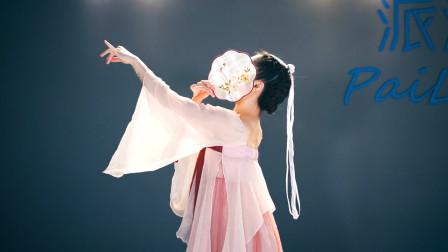 太美了!服装和舞蹈都好好看,古典舞团扇舞《人生若只如初见》