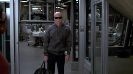 《透明人》男子隐形实验成功干出龌龊事情,消灭伙伴