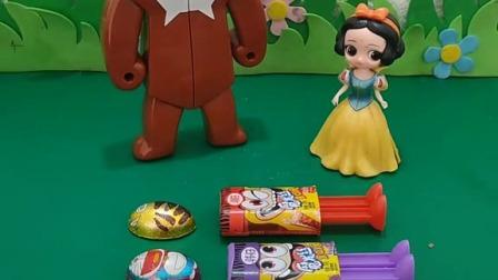 小猪佩奇玩具:鸡妈妈让萌鸡小队要懂得分享,你看它们做的都挺好