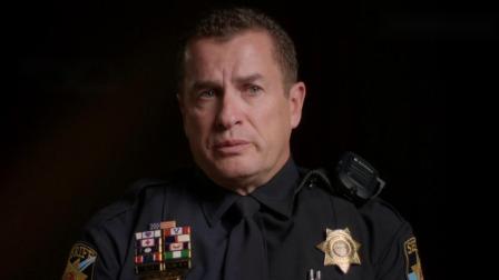 警察入室调查情况不幸遭男子持枪扫射
