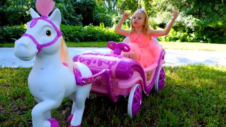 萌娃小可爱的马车陷在草丛里出不来了呀,小马饿了它要吃东西呢