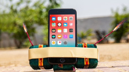 """小伙将苹果手机绑上""""炸药包"""",点燃后,千万不要眨眼!"""