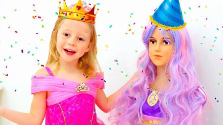 萌宝亲子故事:好期待!小萝莉给小娃娃打扮成什么样子呢?