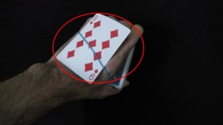 神奇的橡皮筋找出扑克牌魔术