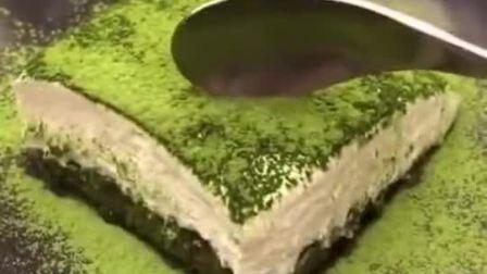 抹茶提拉米苏,看着口水都流下来了,好想尝一口