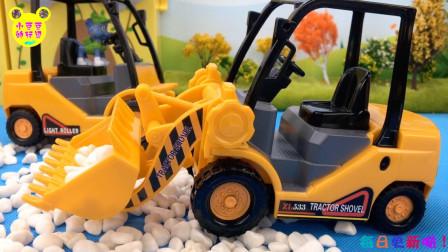 工程挖掘机清理路障!汪汪队灰灰开推土机玩具