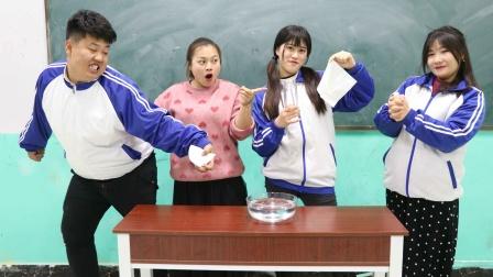 学霸王小九:怎样把纸巾放入水底拿出来不湿?看学霸怎么做的