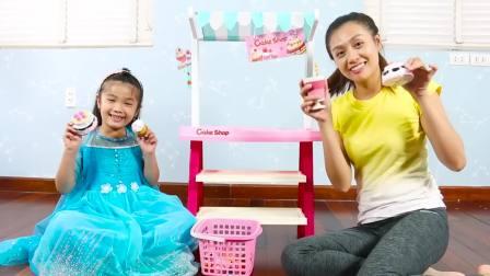 国外儿童时尚,大姐姐在小萝莉那儿买了一个水果蛋糕