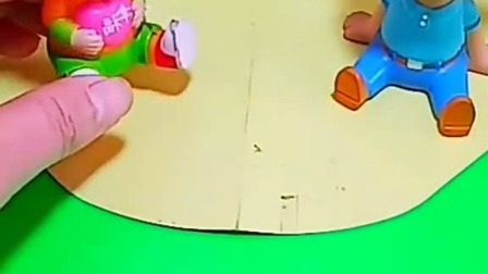 小猪佩奇玩具:猪妈妈太偏心,只给乔治买冰激淋
