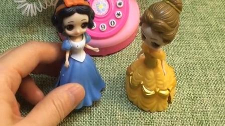 王子叫白雪出去玩,结果贝尔说王后叫他,然后贝尔去找王子了!